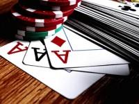 Комбинации в покере: тройка. Как собрать трипс и сет?