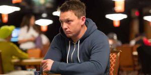 У популярного покериста Сэма Трикетта, угнали его дорогой мерседес, стоящий прям возле дома